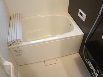 狭くて寒かったお風呂が、おしゃれで暖かく過ごせるようになりました。