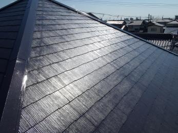 屋根のひび割れやコケがひどいのと、屋根の色も剥げてきたのできれいにしてほしいとの御依頼でした。