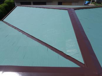 色褪せてた屋根が綺麗に塗装されピカピカになりました!