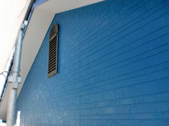 全く違う色にする事でガラッとイメージチェンジをし、雨樋、戸袋も一緒に塗装させて頂きました!