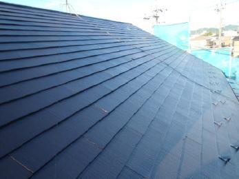 全体的に屋根の遜色が進み頑固なコケやカビが目立ってましたが、仕上がりに満足して頂き外壁の塗装のご依頼も頂きました!
