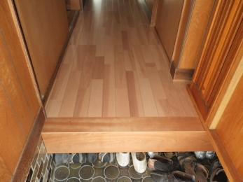 ところどころフワフワしていた床が丈夫でキレイに生まれかわりました。