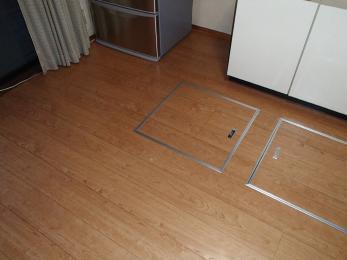モダンで上品な木目調の綺麗な床になりました。