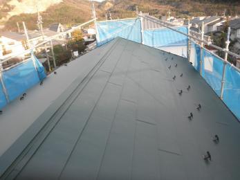 和瓦から軽量なガルバニウム鋼板屋根に葺き替えさせて頂きました。