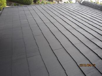 古くなったカラ―ベスト屋根が、施工後はピカピカに光っていますね!