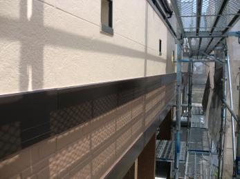 色が剥げてしまっていた外壁を塗装することにより、まるで新築のようになりました。