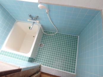 タイルとユニットバスの交換をし、浴室が明るくなりました。その他にもキッチンや畳も交換させて頂きました。