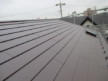 茶色の屋根でシックな感じですね。そして、丈夫な屋根材ですのでこれから心配もなく過ごせそうですね。