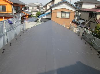 経年劣化でボロボロだったが屋根がこんなにも綺麗になりました。雨漏れの心配もなくなり毎日安心して暮らせそうですね♪