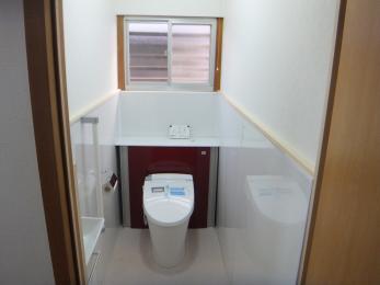 古く傷んでしまった、昭和の雰囲気が漂う昔の一般的なトイレが、新しく綺麗で高性能なトイレに生まれ変わりました!