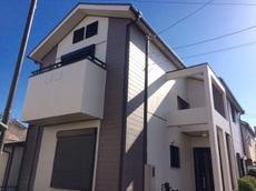 屋根、外壁のグレードを合わせることにより、今後お手入れする際も足場代がお得。屋根塗装前に貫板交換【樹脂貫板】など、ビス打ち替えも行っているため棟板金も安心できる。 ハウスメンテナンス