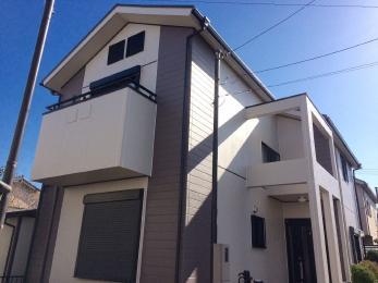 屋根、外壁のグレードを合わせることにより、今後お手入れする際も足場代がお得。屋根塗装前に貫板交換【樹脂貫板】など、ビス打ち替えも行っているため棟板金も安心できる。