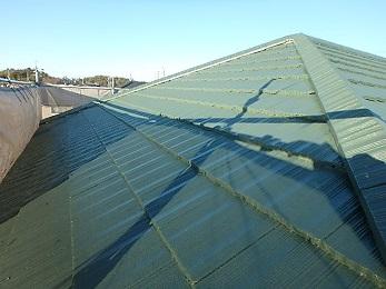 塗装して綺麗な屋根の生まれ変わりました。 つやも出て、おしゃれな雰囲気になりました。