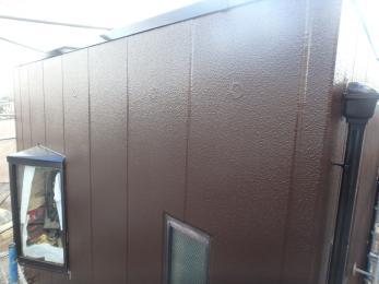 外壁やヒビ割れなどがとても綺麗に仕上がりました。また、今回塗った高耐久塗料にあわせ、目地のシーリングも高耐久にしたため、次回の施工も同時期になるので、別々で施工する必要がなく、足場の費用をおさえられます。