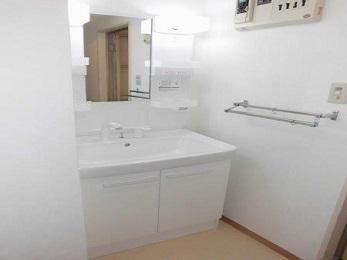 洗面所が、新築のような洗面所に生まれ変わりました! いつも使っている洗面所が綺麗で、かつ、便利になると、とても気分がいいですよ♪