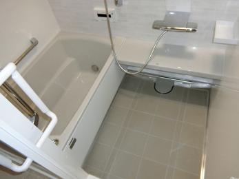 タカラスタンダードのレラージュです♪ホワイトとベージュで清潔感あふれるお風呂になりました。