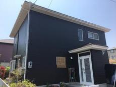 ご近所からも評判の白と濃い茶のコントラストがカッコイイ外壁塗装が完成しました!無機塗料で耐久年数も期待できます。 ハウスメンテナンス