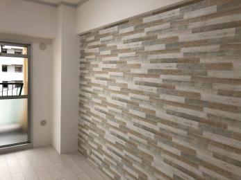 古く汚れた壁紙が新しくなり、また畳からフローリングに替えたことでお部屋の雰囲気が がらりと変わった。