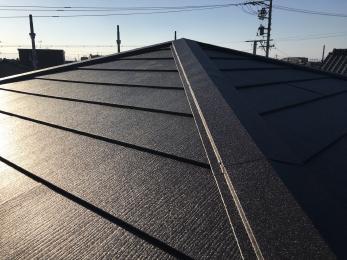 既存の屋根から新品の屋根材になり雰囲気もガラッと変わりました。