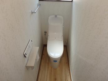 ウォシュレット付きになり、便利になりました♪床と壁も交換し、清潔感のあるトイレになりました。