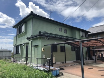 建物全体が綺麗になり明るくなり、 雨樋工事は火災保険を申請し、修理費用が支給され、お客様の負担無く工事することができました。