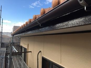 外壁のシーリングの割れがなくなり、外壁材も塗装したことにより気になっていた色褪せがなくなり、 屋根は火災保険を申請し、足場費用、屋根修理費用をお客様のご負担なしで工事ができた。
