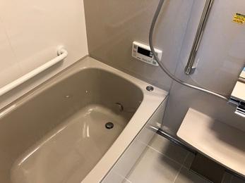 排水つまりの原因になっていた排水管を新しくし、パーフェクト保温とホーローパネルのシステムバスを新設しました。