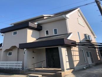 施工後、雨漏りはなく、屋根の板金は新品になり、一緒に外壁の塗装もし家全体が明るくキレイになりました。