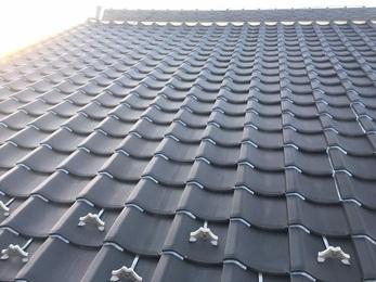 屋根瓦をコーキング材で止めることにより瓦同士のズレを少なくし、自然災害等での瓦ズレ被害の心配も無くなりました。