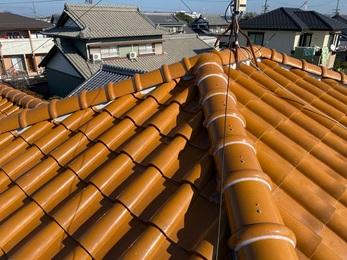 屋根の棟をばらし、樹脂垂木に交換し、シルガード施工をした事により、瓦や漆喰が落ちてくる心配が解消できました。