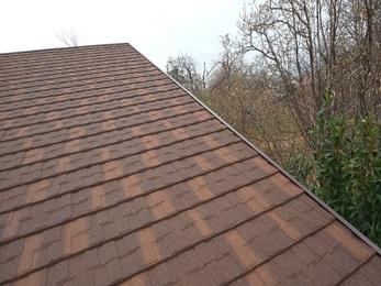 被災箇所に対しての保険支給があり、お客様のご負担も最小限で、屋根のカバー工事を行い、雨漏りがしっかりととまりました。