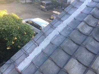 瓦の飛散と雨漏れの心配がなくなり、屋根下地の腐食の進行も止めることができた