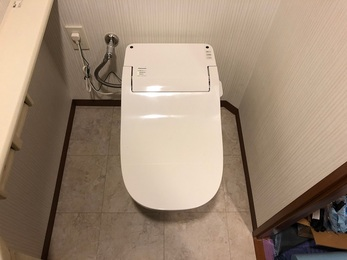 Panasonicのアラウーノs2のタンクレスタイプに交換し、トイレ空間が広くなりスッキリとスタイリッシュになりました。