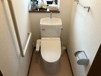 節水型のトイレとなり、フチレスのため清掃面もしやすくなりました。
