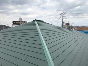 屋根のシーガードでのカバー工事をした事により、今後のメンテナンスも楽になり、とても綺麗になった。