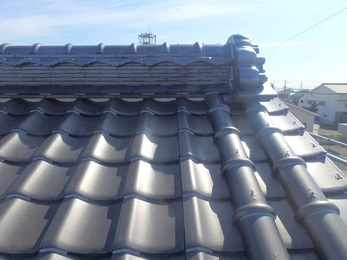 屋根を固定し、台風対策になりました。