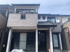 外壁のお色はお客様と一緒に決めさせていただきイメージ通りに仕上がり、 屋根では垂木を樹脂に交換し、ビスも打ち替えたので自然災害に強くなりました。 ハウスメンテナンス