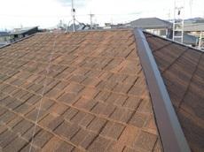 長期的にお手入れの必要が少なくすむ 石葺きの屋根材を採用し、新しい防水シートを重ねて施工することで 雨漏れは改善しました。 ハウスメンテナンス