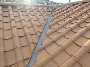 火災保険適応し、雨樋や屋根、伸縮門扉そして劣化した谷板金も一緒に施工しました。