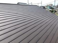 既存屋根のスレート瓦に新しい屋根材を葺くカバー工法をする事で耐久性が向上しました ハウスメンテナンス