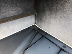 雨漏れが発生していた屋根や外壁部分にシール処理を施し、修理を行いました。 ハウスメンテナンス